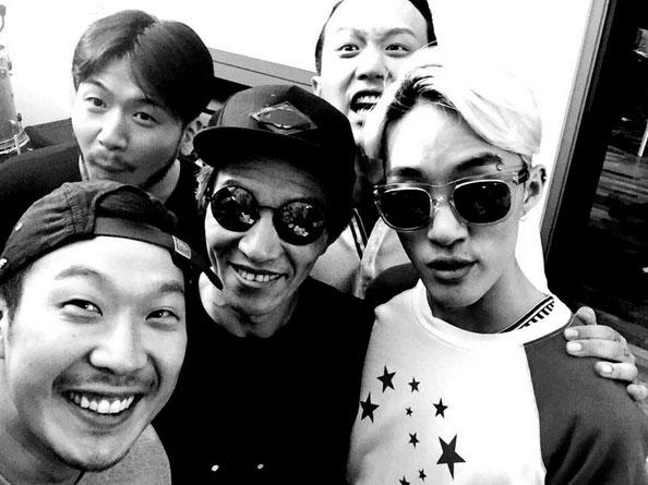 尤其是他和爸爸相見的場景裡戴的那條黃色腰帶,最近在韓國更是成為流行大勢!