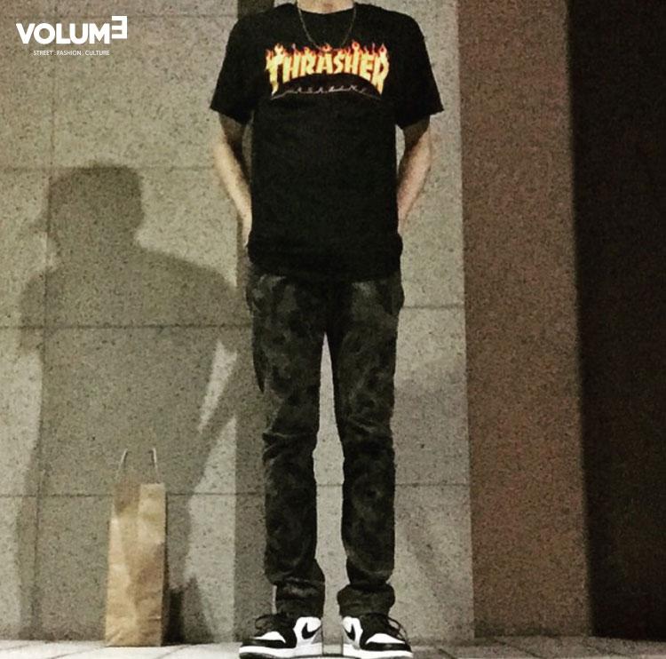 □ T恤 + 喬丹,年輕人的簡單時尚潮流LOOK風~ 最近大勢的「赫吳樂團」主唱吳赫最愛的THRASHER T恤喲!