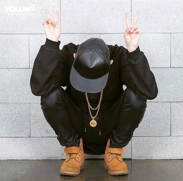△ 不是普通的全黑喲!帽子和褲子的材質類似,互相呼應 V_V