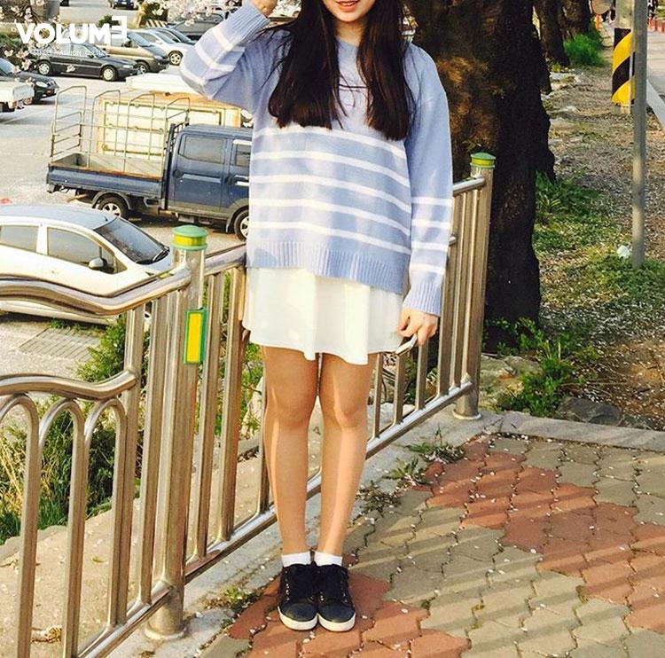 □  短裙或短褲 + 簡單板鞋,絕對不會錯的時尚搭配耶~ 夏末初秋,天氣忽冷忽熱,都不知道穿什麼好欸~輕薄的針織衫絕對是你的不二選擇喲!