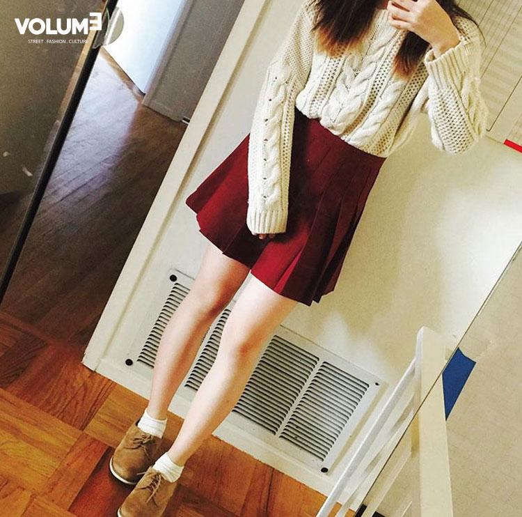 ☆ 可愛的麻花紋針織衫 + 褶皺短裙 皮革絨面材質的鞋子也很漂亮喲^^
