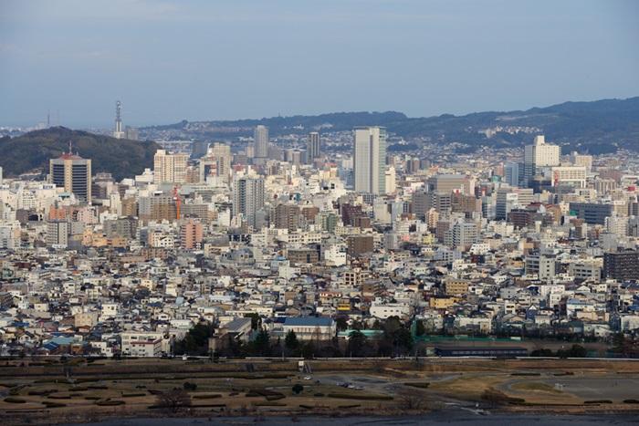 還有像在首爾這樣的大城市,由於污染、高樓等原因,職場人或學生更多的選擇在室內活動,戶外活動偏少,這也妨礙了紫外線的正常攝入。