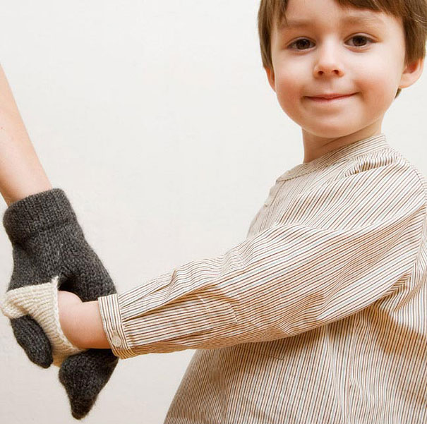 絕對不會弄丟小孩的連體手套 這個好像男女朋友也可以用來秀恩愛