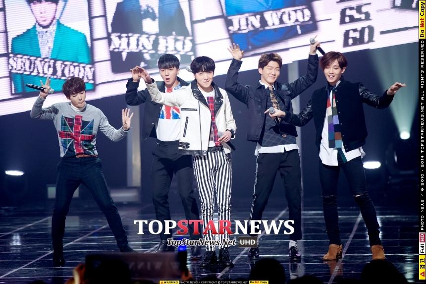 5人男團WINNER今年還沒回歸韓國樂壇,先跑進櫻花妹的擁抱!從9月6日開始,在日本10個都市舉辦17場巡迴見面會。