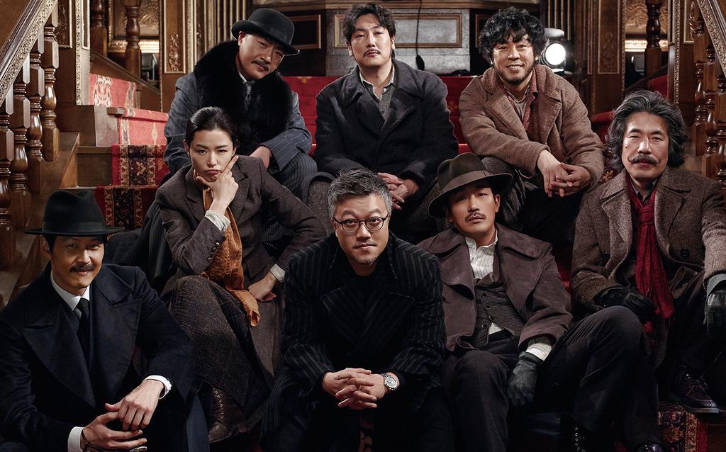 《鳴梁:怒海交鋒》是至今為止韓國最賣座的一部電影,不過今年新上映的《暗殺》和《辣手警探》僅在上映兩月內就已突破千萬票房,有望超越《鳴梁:怒海交鋒》,成為韓國電影史上的又兩部巨作。