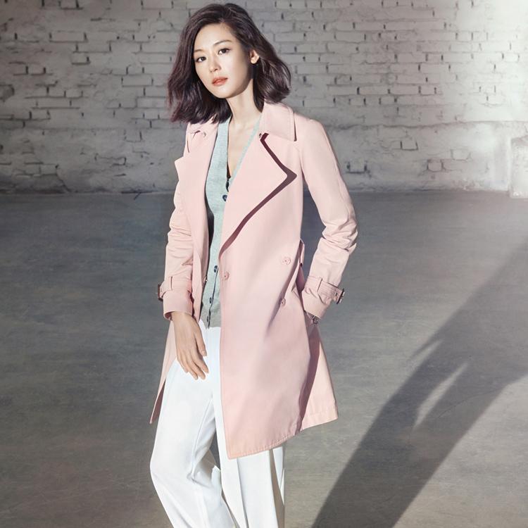 粉紅色的風衣更能凸顯女人味..