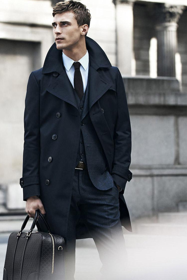 軍服演變而來的風衣,男人穿上之後更是散發出一種說不出的男性魅力:)