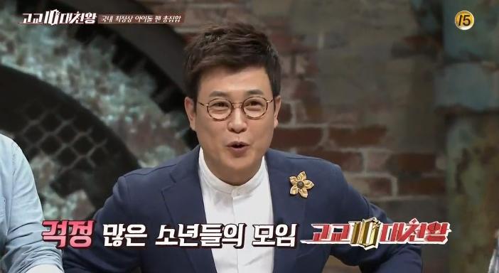 """其實像這種""""腦殘粉""""哪都有,下面一起來看看韓國粉絲都為自己的偶像做過什麼瘋狂事? 韓國 tvN 電視台的綜藝節目《高校10代天王》是通過十幾歲的高中生的視野,來觀察社會的各種現象,並進行自由討論的新概念脫口秀節目。最近一期的主題是""""10代孩子的粉絲文化""""。"""