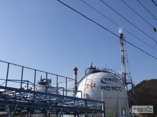 ▣ 7位. 麗川NCC (石油化學工業) 平均年薪 : 9387萬韓元(約合台幣276萬) 平均月薪:23萬台幣 職員數:850名 平均工齡 : 19.4 年