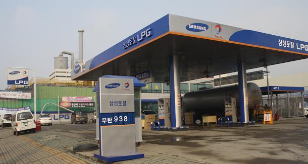 ▣ 3位. 三星道達爾石化公司(石油化學工業) 平均年薪 : 9500萬韓元(約合台幣279萬) 平均月薪:23.3萬台幣 職員數 : 1417 名 平均工齡 : 11.5 年
