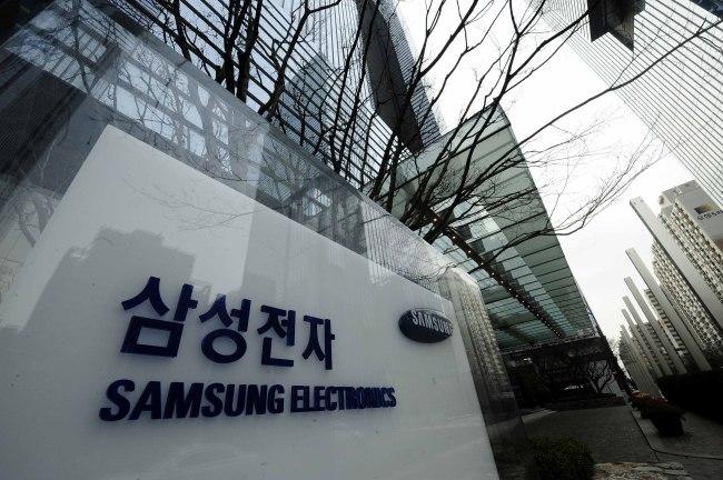 ▣ 2位. 三星電子有限公司(信息技術) 平均年薪 : 1億 200萬韓幣(約合台幣300萬) 平均月薪:25萬台幣 職員數 : 95794 名 平均工齡 : 9.3 年