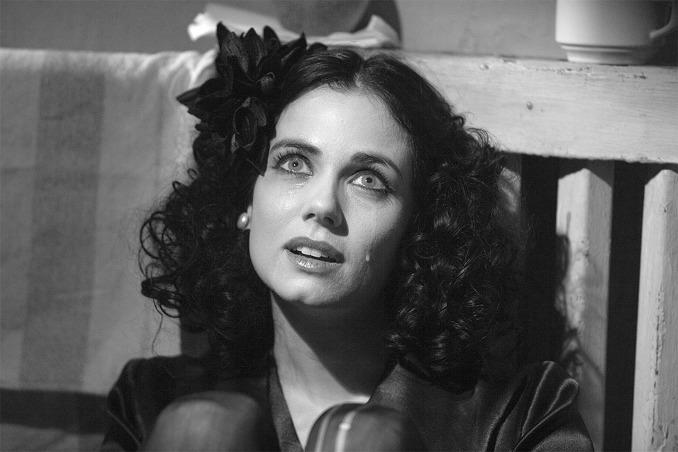 被害人伊麗莎白·蕭特(Elizabeth Short)是一名不入流的演員,由於喜歡黑色,被稱為「黑色大理花 」,這一案件也被稱為「 黑色大理花慘案」。