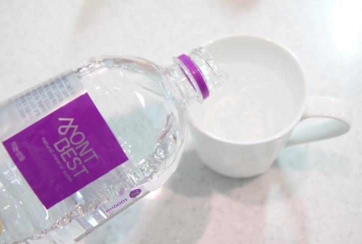 1. 水 人體必需的水分,更是在減肥的時候,幫助脂肪燃燒的最重要元素喔!平常多喝水,也可以幫助有效瘦小腹呢!