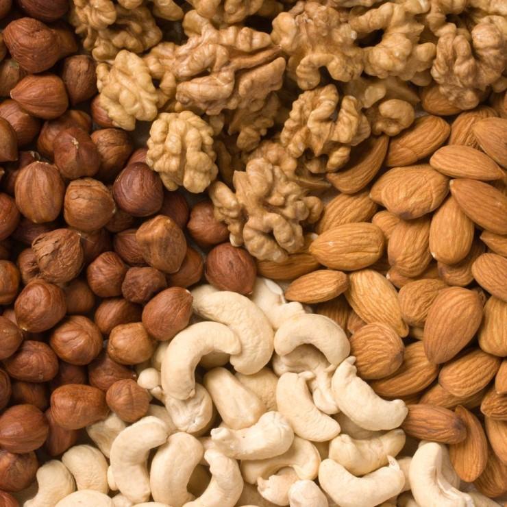 2. 堅果類 核桃、杏仁等堅果類,都含有可以幫助分解體脂肪的不飽和脂肪酸~在減肥的時候,可以成為很好的瘦身助手! *但切記!熱量之高,需酌量攝取唷!