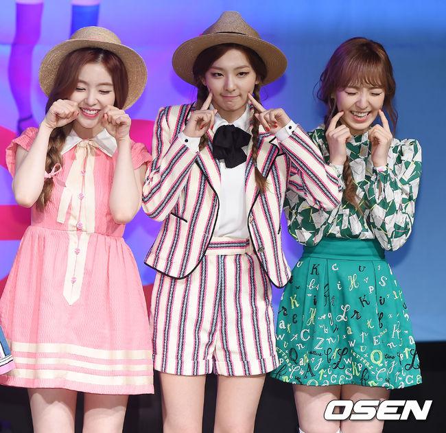 SM娛樂表示:「這幾件衣服,都是造型師直接購買該品牌的衣服。」那細部設計和原產品不同的原因,SM說,「造型師買來後,做了細部的修正的緣故。」