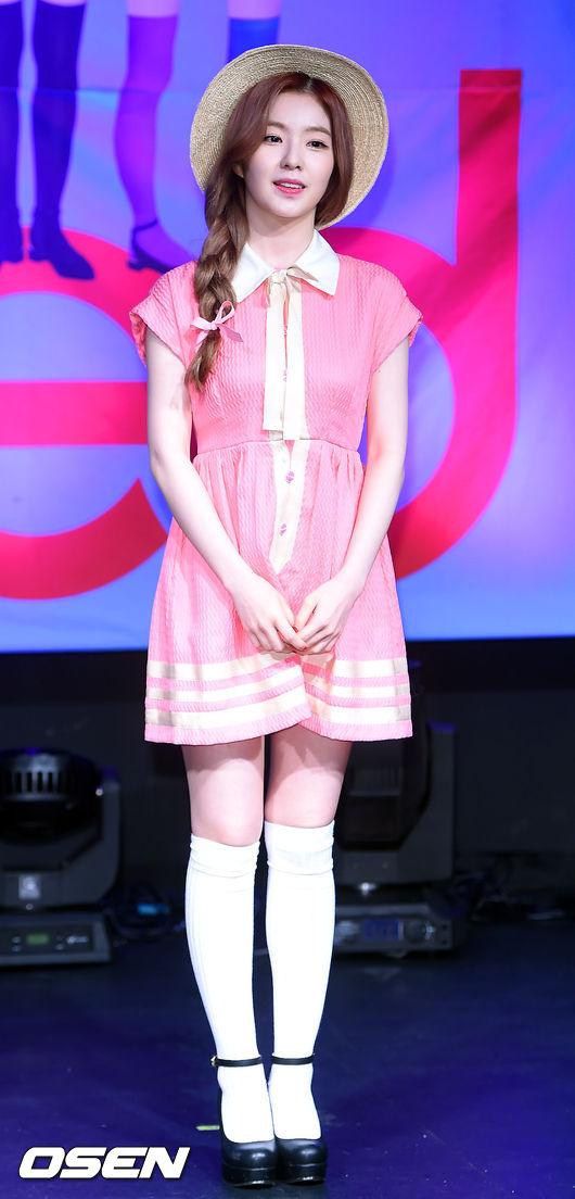 但也有人疑惑,像Irene的裙子線條明顯跟原樣不同,這種細部的微調跟重製到底有沒有算侵權?還是合法?也掀起了網路的討論