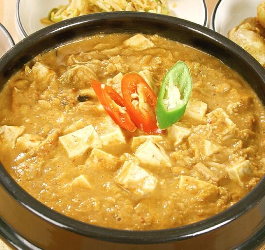 跟大醬湯一樣被列入黑名單的還有清國醬,有點類似大醬,但是比大醬發酵長,豆子已經很軟,而且還牽絲,味道也更濃郁。所以也被稱為臭醬、爛醬,味道比腳臭有過之而無不及。