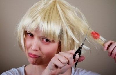 8. 頭髮黏到口香糖,用洗面乳就可以洗乾淨。