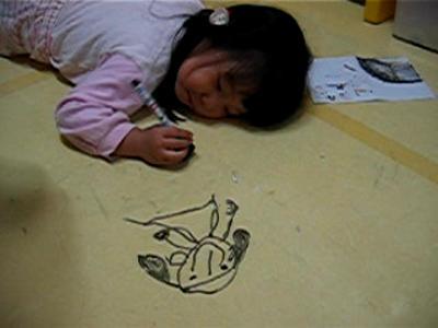 10. 地板上被家裡的小朋友用奇異筆作畫了,用痠痛藥膏即可擦去。