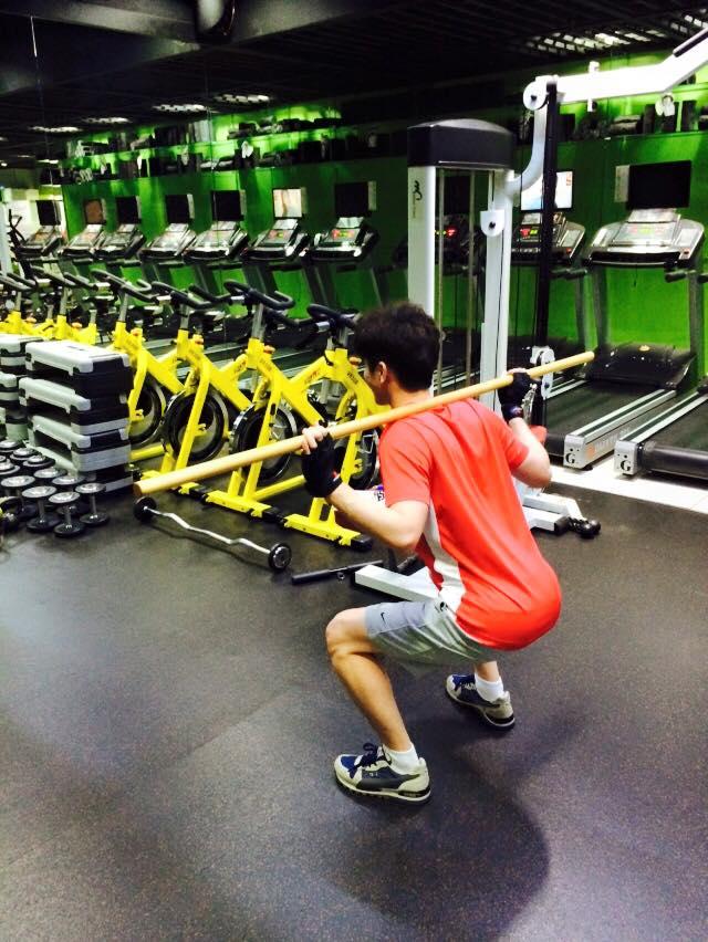 沒必要每天運動。一周運動4次就好,主要以下身運動(深蹲和舉腿)為主。