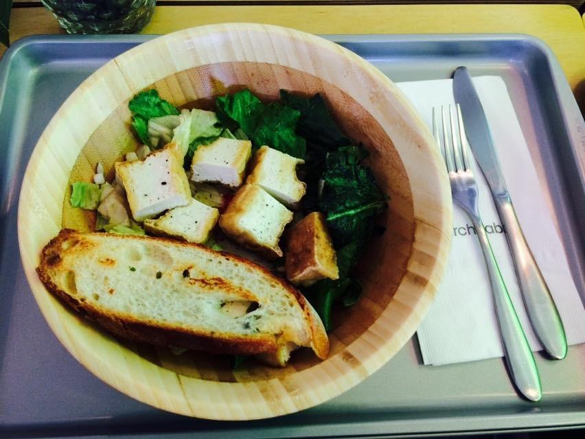 如果你實在不想吃運動食譜了,偶爾還可以吃點豆腐沙拉。 豆製品中含有大量的優質蛋白質,而且脂肪含量很低。