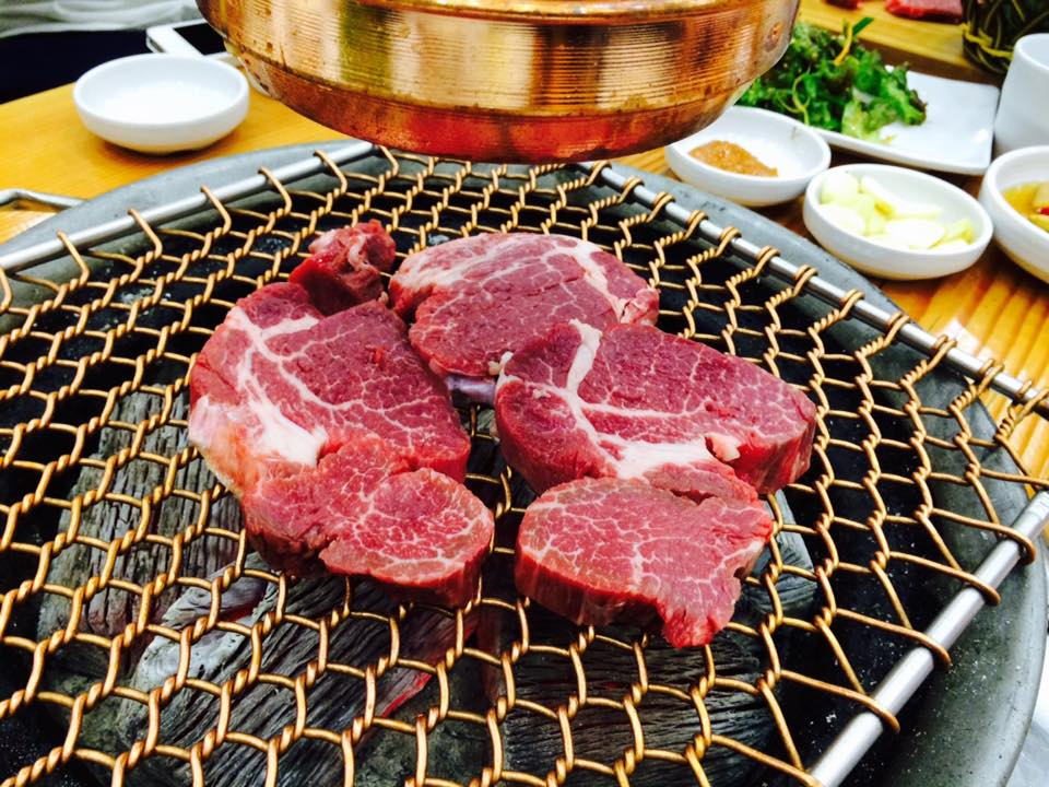 偶爾吃一次烤牛肉也沒關係,因為牛肉含脂肪不多,而且含肌酸,肌酸可以增肌,有助於提高運動集中力,增強耐力。
