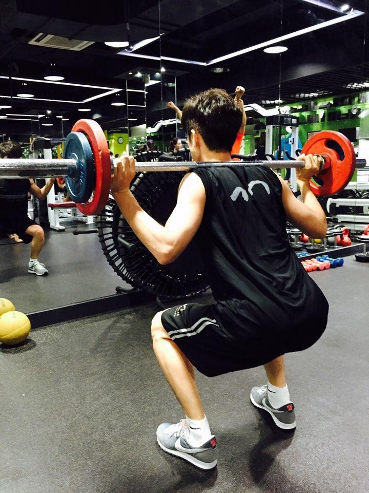第四周的運動也會有些不同,一周每天都要運動,第一天做上身運動,第二天做下身運動,後面五天做有氧運動+腹肌運動(做到沒力氣為止)。
