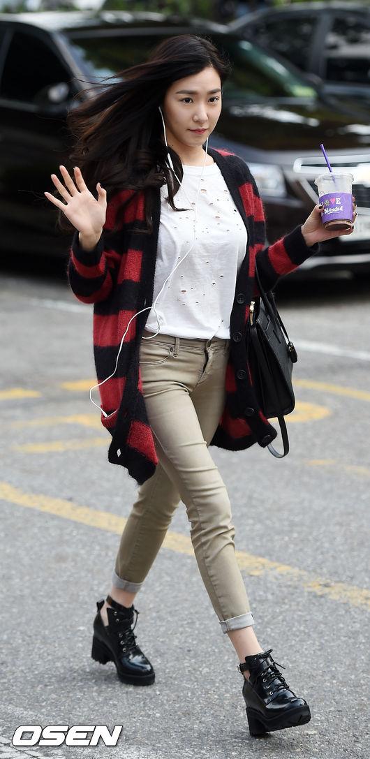 看了Tiffany....喔對耶~秋天針織外套也必須買~慘了慘了~再看少女時代下去,清單都列不完~