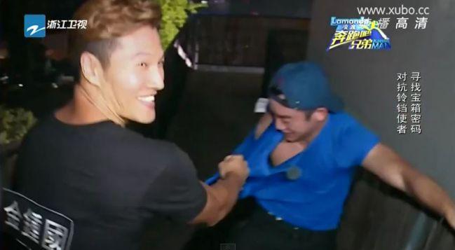 除了買下版權,連製作組、攝影等幕後人員都由韓國原班人馬一手包辦,當然請到《Running Man》原班主持人出演中國RM是輕而易舉啦~