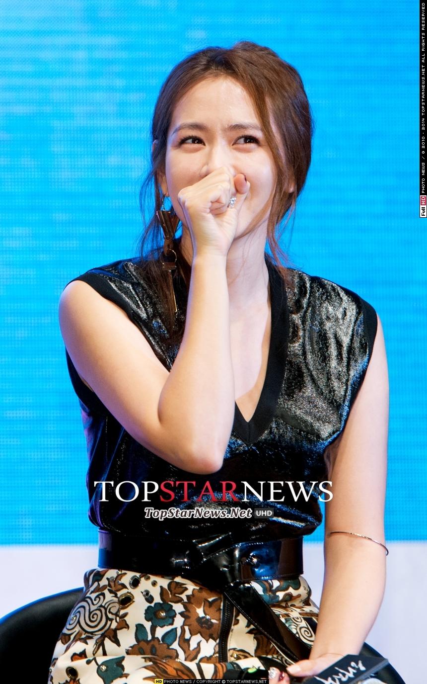 No.4 演員 孫藝珍 以瞇瞇笑眼聞名的她,甚至曾經表示想出演同性主題的電影,快演快演吧歐逆~~