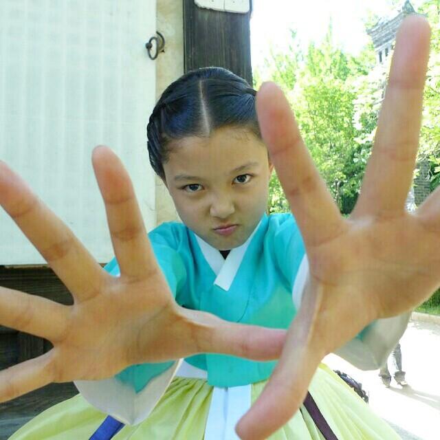 更可怕的事實是,她已經出道11年!!!!!!!!!!! 對~金裕貞在2003年4歲時,就以拍攝零食廣告出道了!!