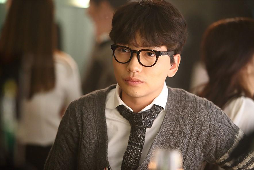 他就是在裡面飾演男主禹鎮朋友的韓國演員李東輝이동휘(音譯)