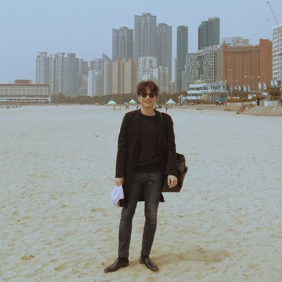 再加上最近因為在個人IG上上傳的私服照片,被韓國鄉民讚為「 理想男友的style」。