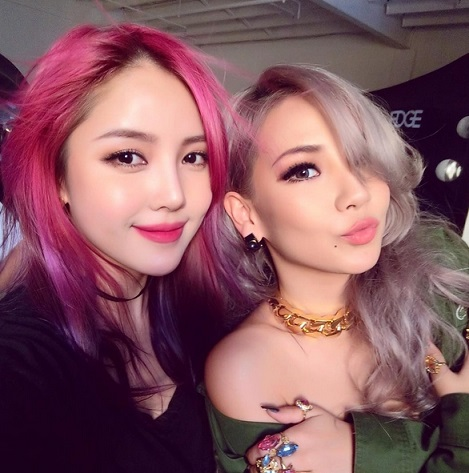 最近更是多了一個身份「明星貼身化妝師」,CL的御用化妝師。