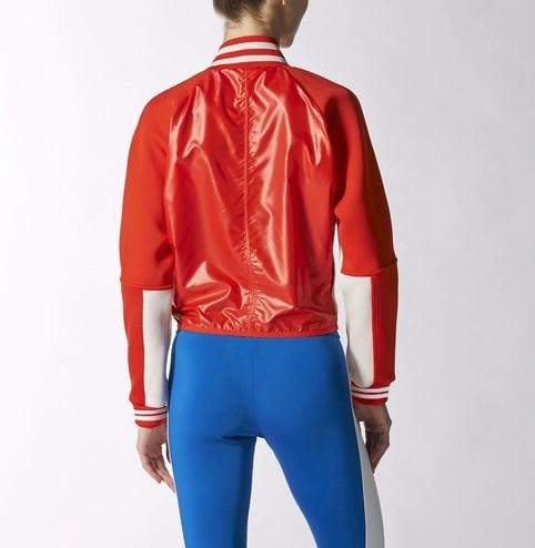演員閔孝琳著用款!特殊的反光材質,加上鮮豔的大紅色,看起來活力十足!