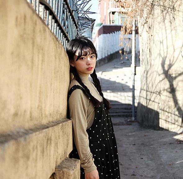 再普通安靜的小巷,有她的出現都變得不平凡起來了...★