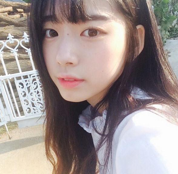 這樣看上去還有一種miss A 秀智的甜美清純氣質~完全就是男生高中時代的初戀理想型啊.......