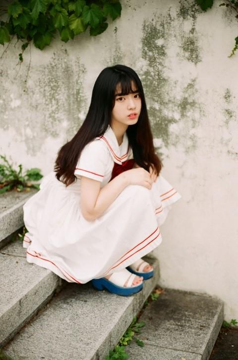 一身白色的小洋裝~宛如童話裡走出來的少女