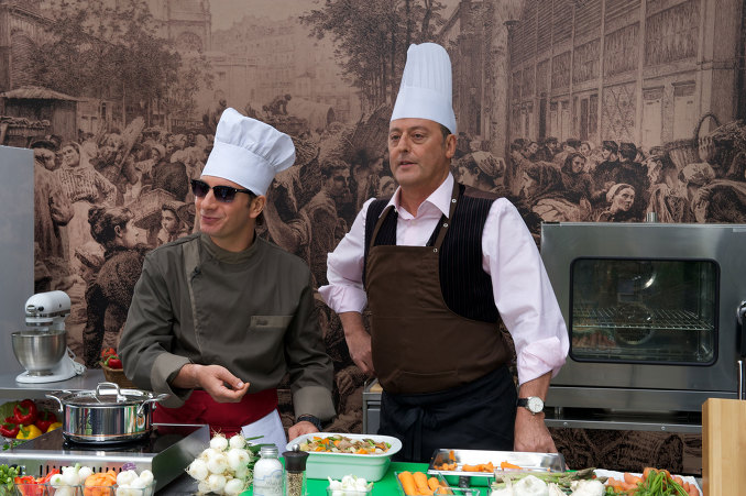 當下的法國料理界正是「分子料理」風靡,傳統料理日漸衰落的時代,亞歷山大所堅持的傳統料理很有可能會在即將到來的星級評審中落敗,正當他焦頭爛額之時,一名名不見經傳的小廚師傑克出現了...