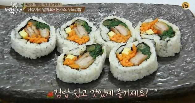 大家應該都知道,韓式的紫菜包飯是涼著吃的,如果你早上想多賴床一會,可以提前一晚做好,早上起來直接拿著吃就好了,一口一個,美味又方便!