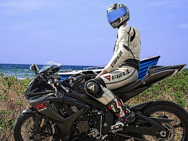 3位:摩托車