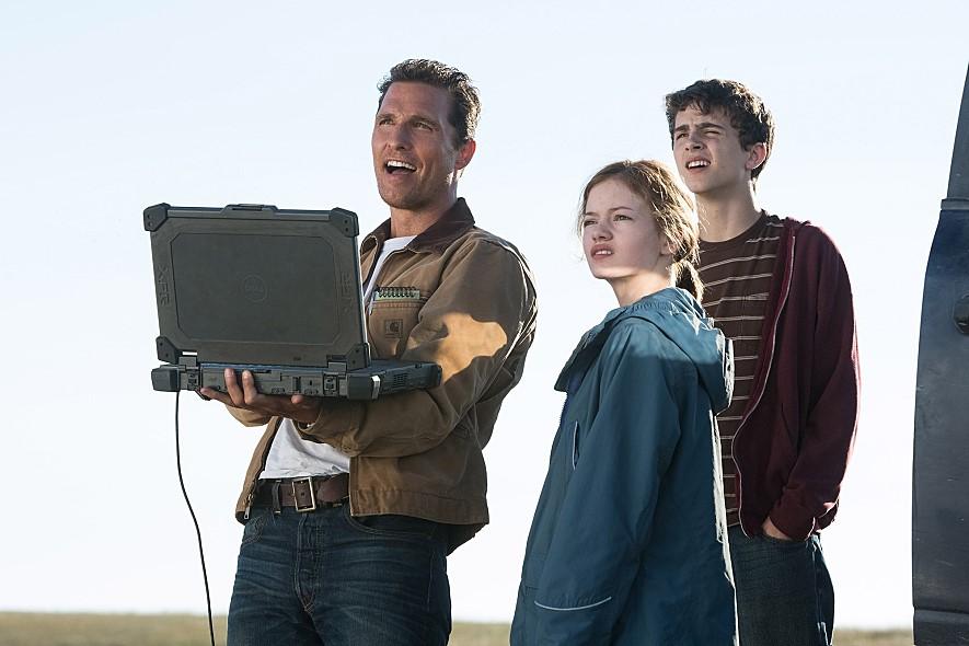麥肯基弗依(Mackenzie Christine Foy),因在《暮光之城:破曉》演出愛德華與貝拉的女兒芮妮思蜜廣為人知,在電影《星際效應》中演出男主角Cooper的女兒Murph更備受關注。