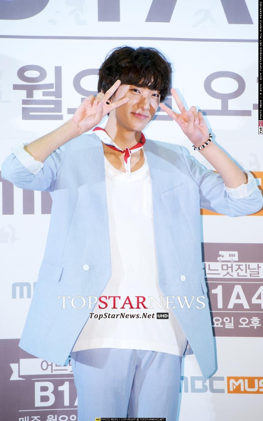 笑的時候,眼睛也會像月亮一樣跟著笑的B1A4孔燦~有瀏海的他看起來更可愛了!