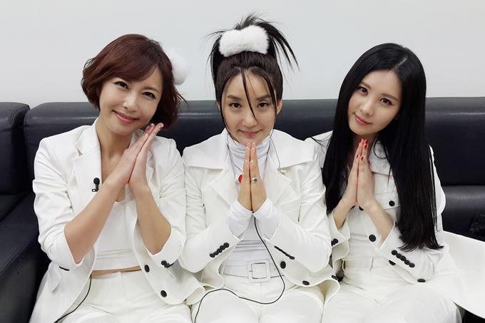 一代韓流明星們也對於SM終於換相機這件事,感到萬分幸福~