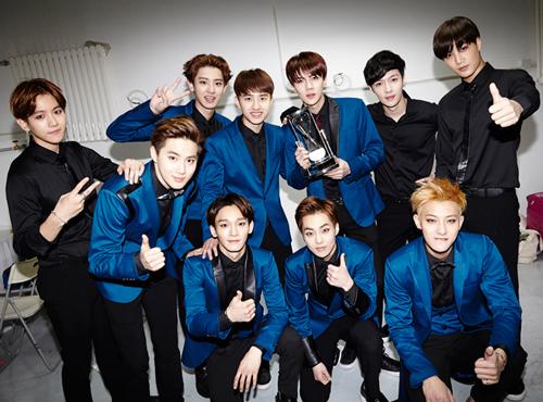 繼上次勸敗粉絲參加少女時代的簽名會後,今天要換勸大家必去的男子天團簽名會~EXO!!!!! 說到帥到不行,一定要去看生人才甘願的大勢男團,誰敢說不是EXO?