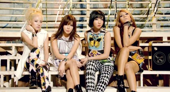 第2名. 2NE1 (28次)