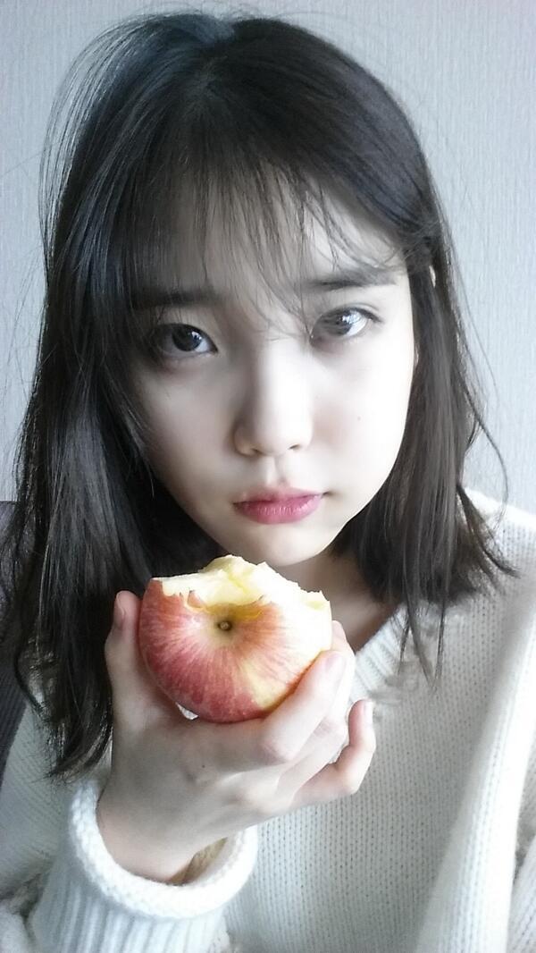 亂髮啃蘋果...