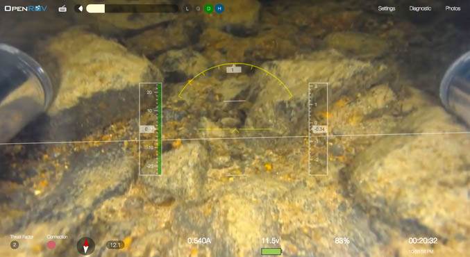Trident水下無人機搭載了高清攝像機,能拍攝出非常高清的海底影像;另外機頭的兩側分別內嵌了兩組LED燈,為深海拍攝和晚上潛水提供充足的照明。