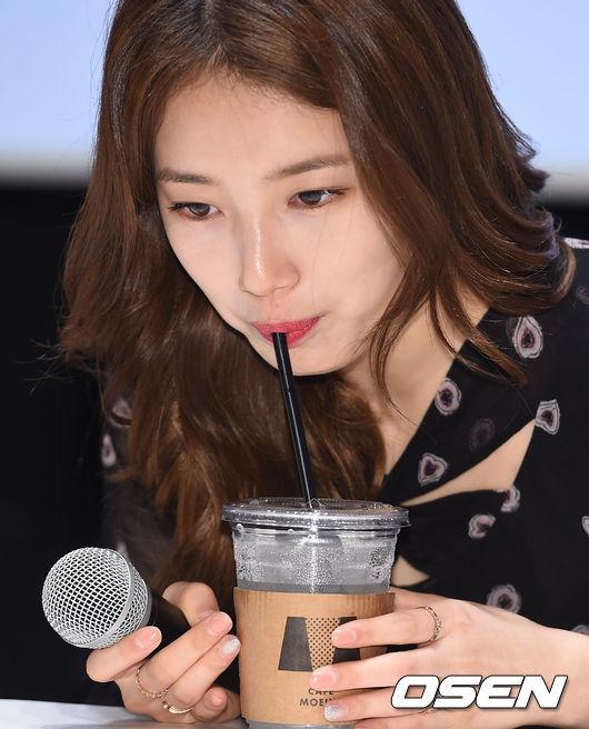 唉唷威呀....喝飲料還加糖耶....@@ 我光是氣泡水就覺得是極限了說....