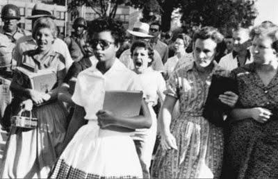 都看過了嗎?在美國說出這個單詞的瞬間就是戰爭的開始...因為這個單詞的本身就包含了「種族歧視」的意思。